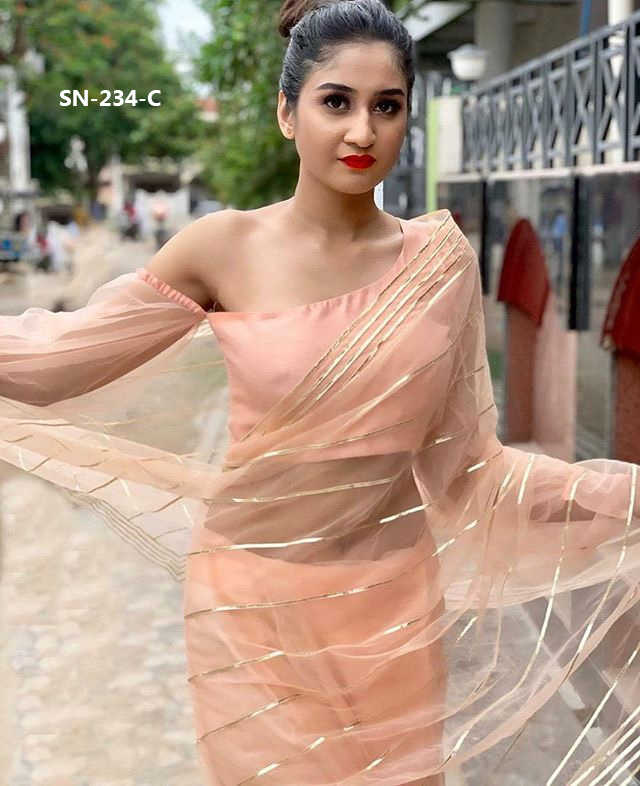 Latest Pattern Bollywood Actress Concept Sarees Designer Styling Sarees At Wholesale Rate